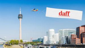 Düsseldorf - Flieger mit daff Banner